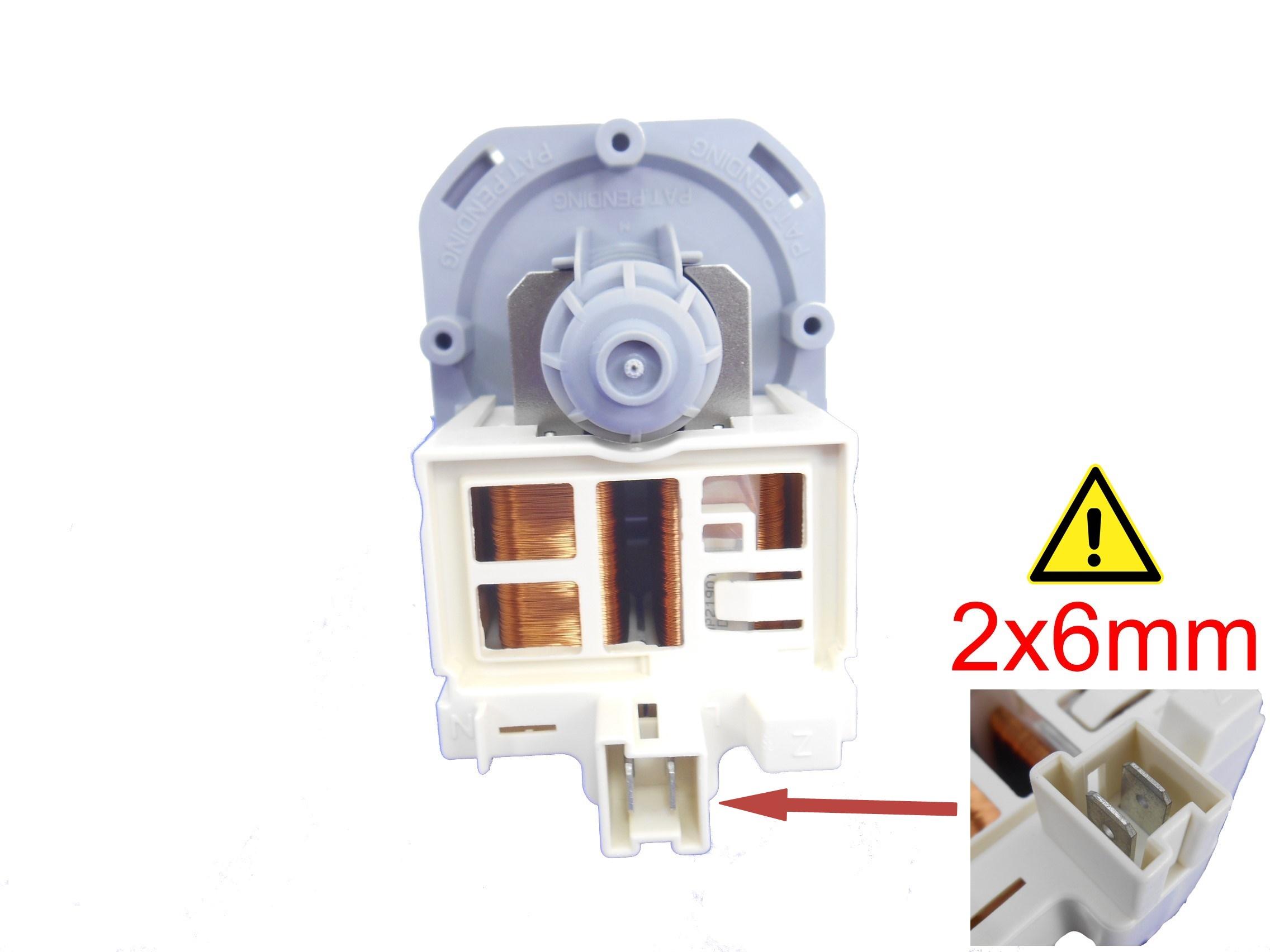 Na obrázku nad tímto textem vidíte konektory pro připojení kabelů umístěny v plastové zásuvce na spodní straně motorku. Pokud máte takové konektory, klikněte na obrázek. Pokud máte jiné, pokračujte dále ve výběru možností.